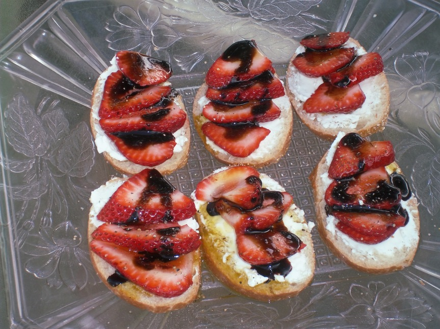 ffwd – goat cheese and strawberry tartine